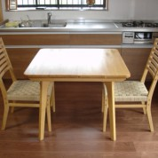 スクエアーテーブル椅子セット